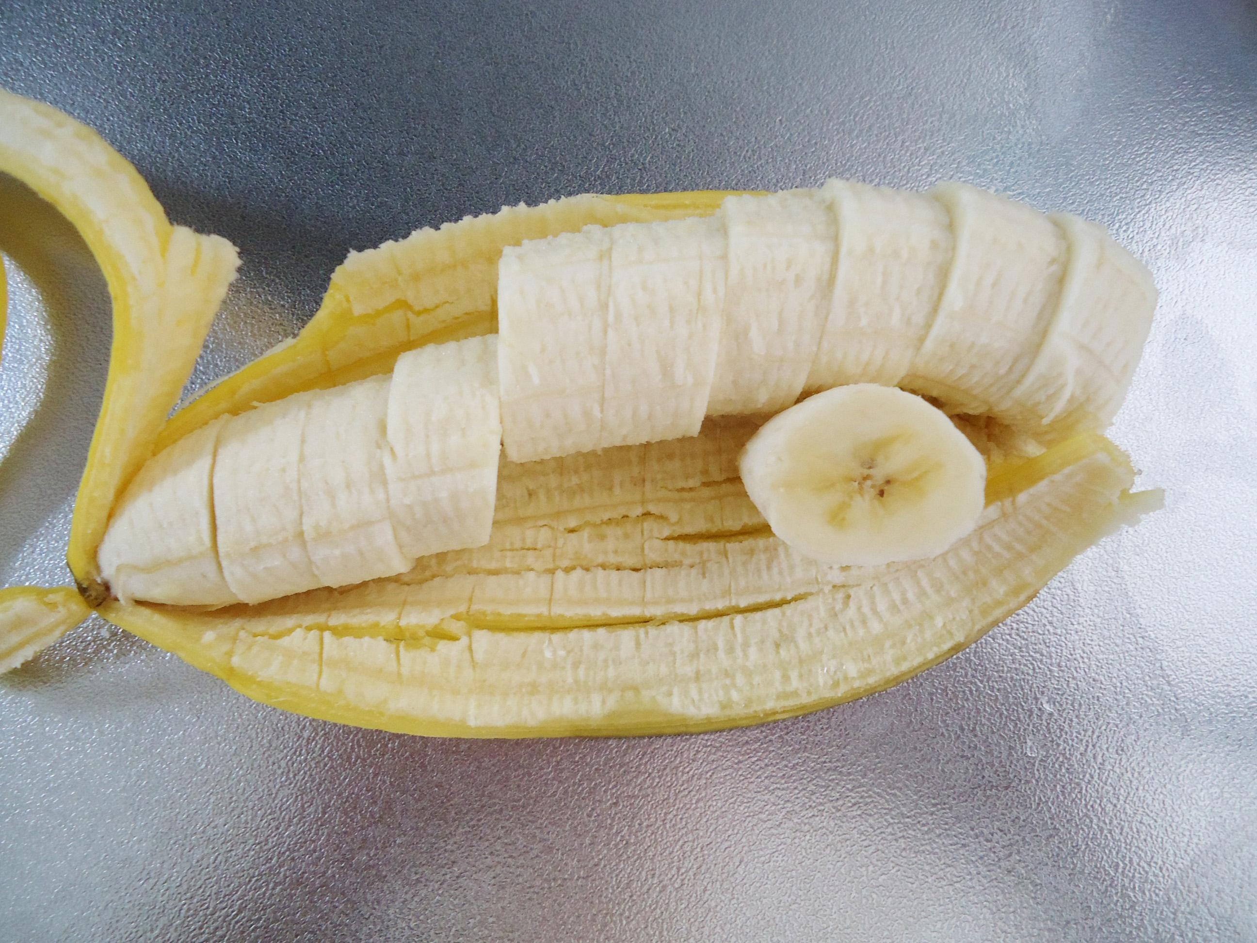 [おうちで簡単おやつ]切って凍らせるだけ!!「ひとくち冷凍バナナ」
